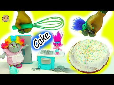 Baking A Cake With Dreamworks Trolls Poppy, Branch and Bergen Bridget - Video