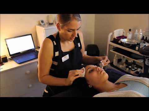 Professional Extractions Facial Lift & Pump | Blackhead Extraction | Esthetician Training Tutorial