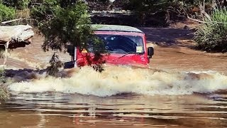 getlinkyoutube.com-Crazy water crossing goes wrong, 4x4 Jeep