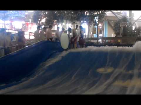 Braeden depantsed by the wave ride (epic fail)