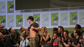 getlinkyoutube.com-Stephen Amell Shows Abs to John Barrowman & Hall H SDCC San Diego Comic-Con