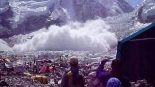 getlinkyoutube.com-Deadly everest base camp avalanche 7,5,09