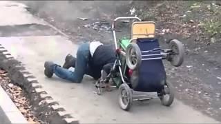 getlinkyoutube.com-Besoffener Russe mit seinen Baby im Kinderwagen - Drunken Russian with his baby in a stroller