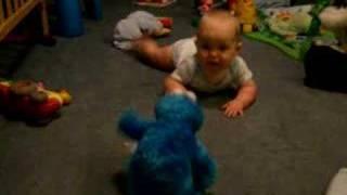 getlinkyoutube.com-Baby afraid of Cookie Monster