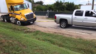 getlinkyoutube.com-Chevy 1500 truck pulls out stuck 18 wheeler