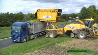 getlinkyoutube.com-NEW HOLLAND FR 9080 à caisson à l'ensilage du maïs en 2010