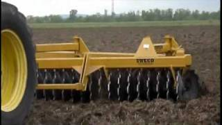 "getlinkyoutube.com-SWECO 600 Drag Disc Harrow 28' 9"" SP"