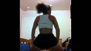 getlinkyoutube.com-watch her twerk