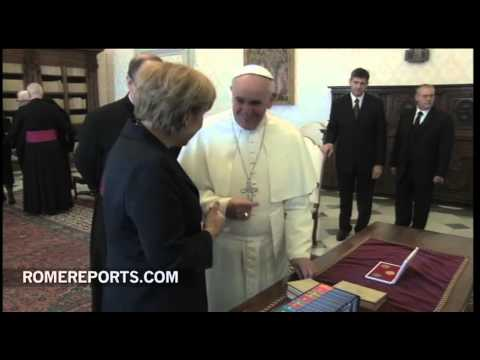 Pope Francis meets with Angela Merkel  Economy and religious liberty discussed