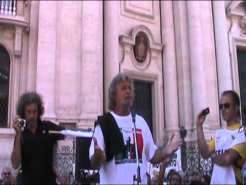 Beppe Grillo primo discorso a Piazza Navona 10\9\2011