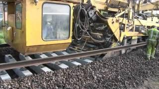getlinkyoutube.com-Amazing railway track laying machine
