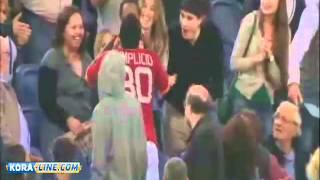 getlinkyoutube.com-لاعب يٌقبل زوجته بعد إحراز الهدف
