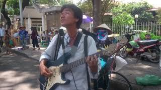getlinkyoutube.com-Hát rong đường phố Ru Nửa Vầng Trăng. Hãy thương cảm cho số phận người mù