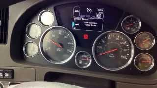 getlinkyoutube.com-Kenworth T680 Interior Tour - 2014 truck