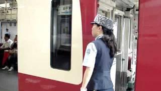 京浜急行の女性車掌さん。