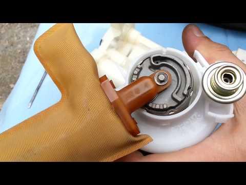 Toyota Matrix 2005 год 1.8 бензин Замена топливного фильтра. Оригинальный номер фильтра.
