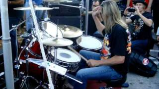 getlinkyoutube.com-Nicko McBrain plays The Trooper - Up close footage of just Nicko!