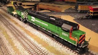 getlinkyoutube.com-Lionel Burlington Northern SD-60, Crane & Boom Cars