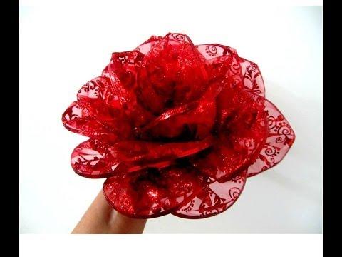Moños flores rosas rojas en cintas de organza escarchada