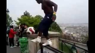 getlinkyoutube.com-El Hombre que  Hace Magia con el  Balon de Futbol ¿ ( Mejor que ronaldinho y Cristiano Ronaldo ) ?