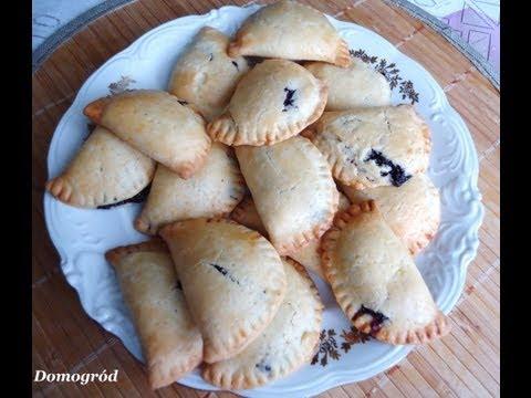 Kruche pierożki empanadas z serem i jagodami