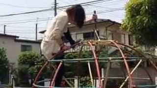 getlinkyoutube.com-ゲスの極み乙女。が遊具で遊ぶと