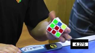 getlinkyoutube.com-Feliks Zemdegs 3x3 One Handed (former) World Record 9.05 seconds - slow motion