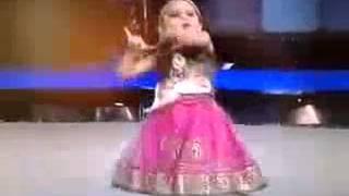 Small Cute Girl Perform Maiya Yashoda AwesomePlayMaza Com