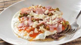 getlinkyoutube.com-Huevos motuleños - Mexican fried eggs - Recetas de desayunos - Recetas de cocina mexicana