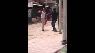 getlinkyoutube.com-Pelea a machetazos en Santa Marta