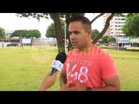 Jovens adventistas realizam Dia do Bem na Praça Arthur Thomas