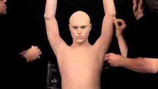 getlinkyoutube.com-El hombre más tatuado del mundo se maquilla