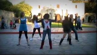 "getlinkyoutube.com-Kelly Clarkson's ""What Doesn't Kill You (Stronger)"" Alamo Flash Mob in San Antonio Video"