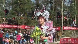 getlinkyoutube.com-Mim Yaj (杨香) 2014 Performances - Peb Yog Hmoob Ib Yam, Leej Nus Toj Siab, Nraug Hmoob