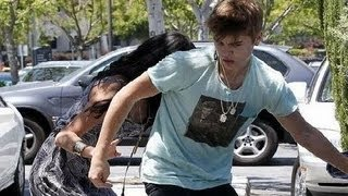getlinkyoutube.com-Justin & Selena, Justin Bieber Attacks Paparazzi.