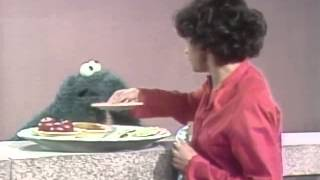 getlinkyoutube.com-Classic Sesame Street - Maria and Cookie Monster on healthy snacks