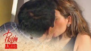getlinkyoutube.com-Pasion de Amor: Kissing