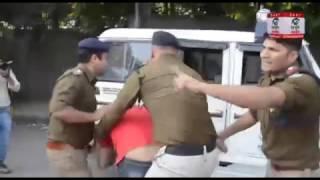 लाठी चार्ज के बाद, आज गेस्ट टीचरों ने दी सामूहिक गिरफ्तारी