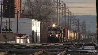 getlinkyoutube.com-Trains on the Norfolk Southern Harrisburg Line December 2013