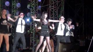 getlinkyoutube.com-IU  dancing to Gangnam Style