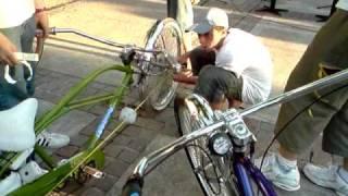 getlinkyoutube.com-Competencia a la bici mas larga!