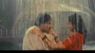 getlinkyoutube.com-vijayashanti hot rain song frm GANGLEADER