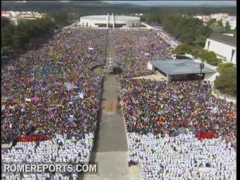 Half a million pilgrims join the pope for a Mass in Fatima