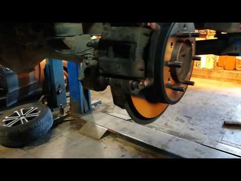 Замена задних тормозных дисков и колодок 120 Прадо