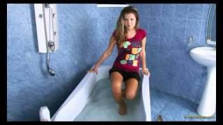 getlinkyoutube.com-Blonde Wet Hair Model in the Pool