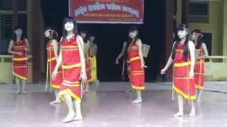 getlinkyoutube.com-Múa hát Cô giáo em là hoa Ê ban - Lớp 10a7 - Trường THPT Phong Châu - Lâm Thao - Phú Thọ