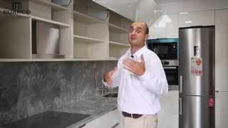 getlinkyoutube.com-Video de cocinas integrales modernas blancas con tirador pestaña y encimera silestone