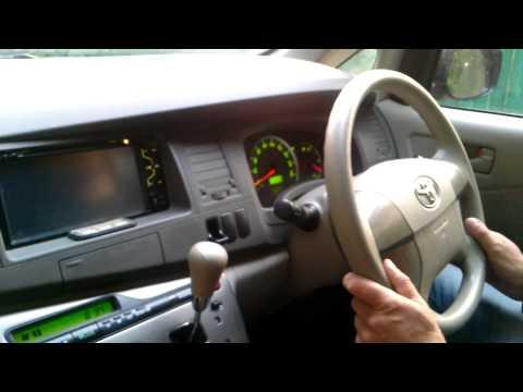 Тойота Исис 2010