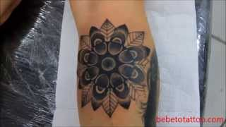 getlinkyoutube.com-Bebeto Tattoo Studio - Tatuagem de pontilhismo - pointillism tattoo - mandala, flower