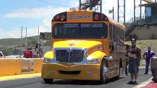 getlinkyoutube.com-SCHOOL BUS DRAG RACING PUERTO RICO LA PAJARITA VS ALMALIBRE.